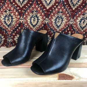 Black NWOT Arturo Chiang Leather Mules Size 7.5
